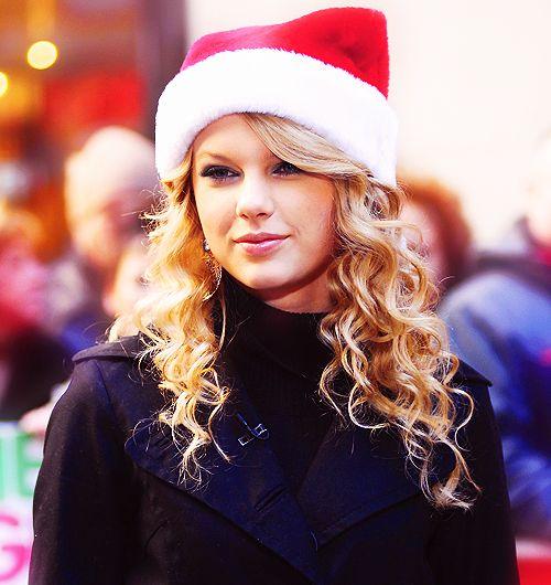 Christmas Lights Glisten Taylor Swift: ( 2016 ) ⛄ CHRISTMAS GIRL On