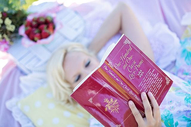 女性の読書, 愛の詩の本, ピクニック, 本, 女性, 読み取り, 詩, 読書, 魅力的です, 幸せ