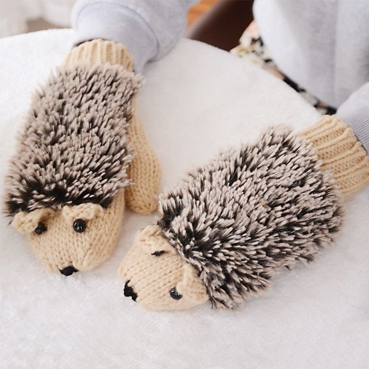 These adorable Hedgehog Mittens will keep little fingers warm all winter long and provide plenty of fun in the bargain. Size : 22.5cm x 8.5cm