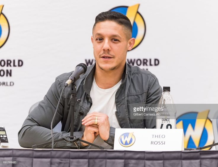 Actor Theo Rossi attends Wizard World Comic Con Philadelphia 2017 - Day 2 at Pennsylvania Convention Center on June 2, 2017 in Philadelphia, Pennsylvania.