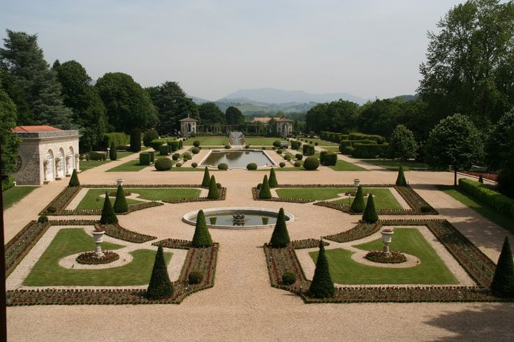 Le parc de la villa Arnaga à Cambo-les-Bains