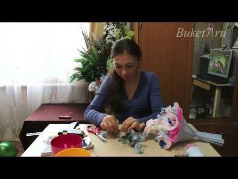 ▶ Ручной букет из конфет с игрушкой своими руками - YouTube
