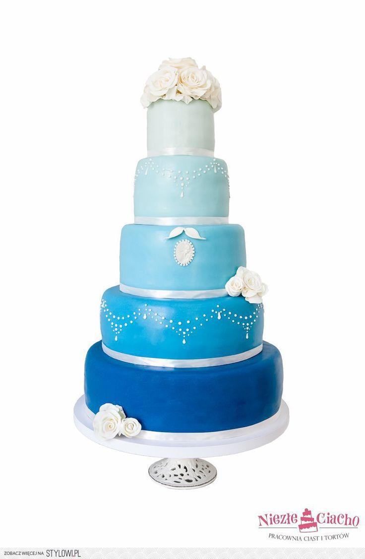Niebieski tort weselny, piętrowy tort weselny, kwiaty na torcie, wesele, Tarnów
