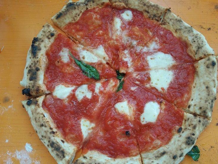 #Pizze #Pizza #margherita cotta nel #forno #ziociro #subitocotto #convention #Alassio  #pizzaoven #ziociro #fornoalegna #fornialegna #woodoven #fourabois #four #forno #ovens