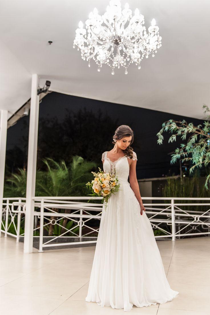 Vestido de Noiva - Wedding dress - Bride's Dress - Vestido de Noiva Delicado - Vestido de Noiva de Seda - Vestido de Noiva com aplicações de renda - Inesquecível Casamento