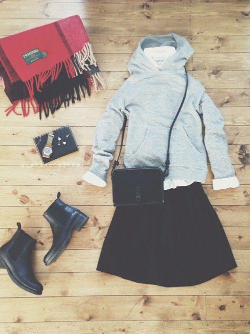 アクセサリー/atelier bloom コットンパールちょうちょ2wayピアス  tops/green label relaxing tops/YAECA skirt/journalstandard bag/gap shoes/SHIPS