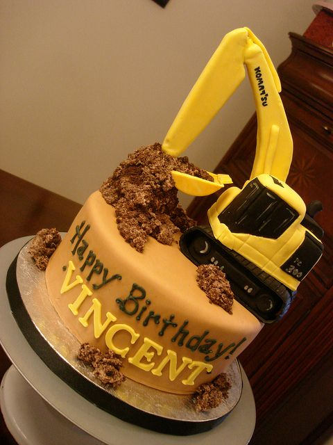 excavator cake   Komatsu Excavator Birthday Cake   Flickr - Photo Sharing!