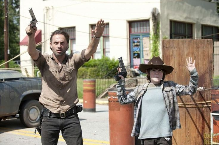 TheWalkingDead - Rick Grimes ( Andrew Lincoln ) Carl Grimes ( Chandler Riggs )