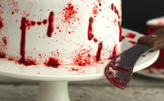halloween kuchen gruselig blutig himbeeren