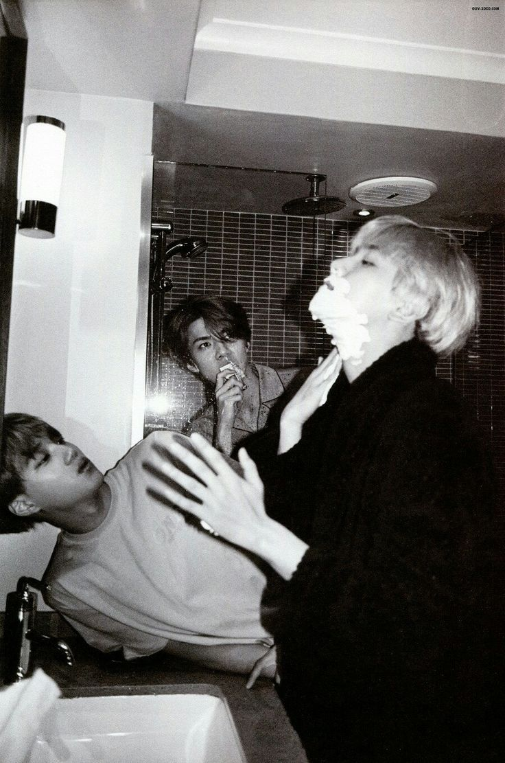 Yes baekhyun use thy hands.....