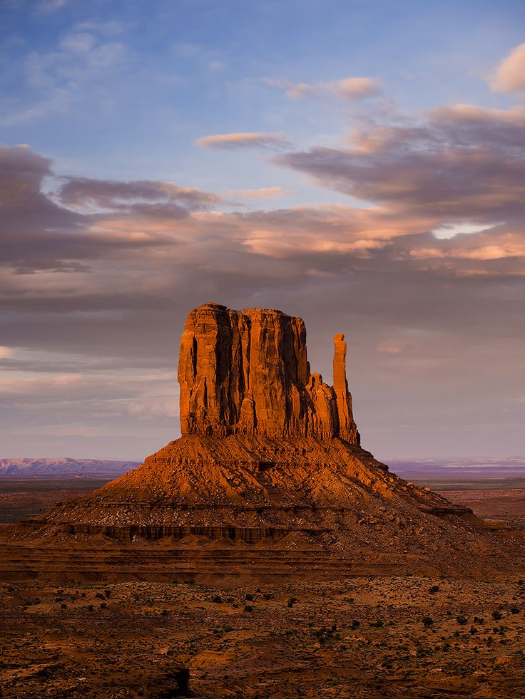 Monument Vally, Az USA - my fave place for soul-searching, to absorb the healing power of sunrises and sunsets. Gorgeous!