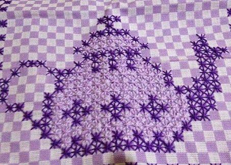 Resultado de imagem para bordados em tecido xadrez lilas pano de prato