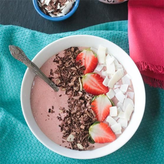 Chocolate Covered Strawberry Smoothie Bowl by @veggieinspired - #KeepOnCooking