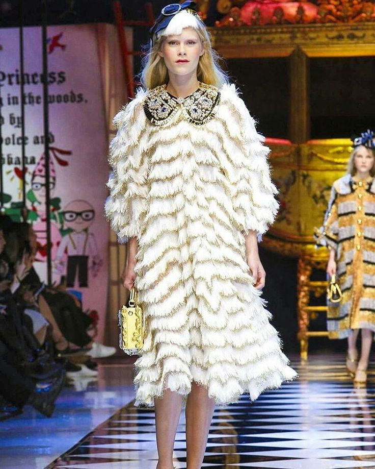 Dolce&Gabbana Fall-Winter 2016-17 #DGFabulousFantasy Women's Fashion Show. Fabulous, very Magic Clothes, Coats and Capes for a really georgeus woman! More insights on @dolcegabbana and #dgfw17. Also follow @voguerunway and #MFW.