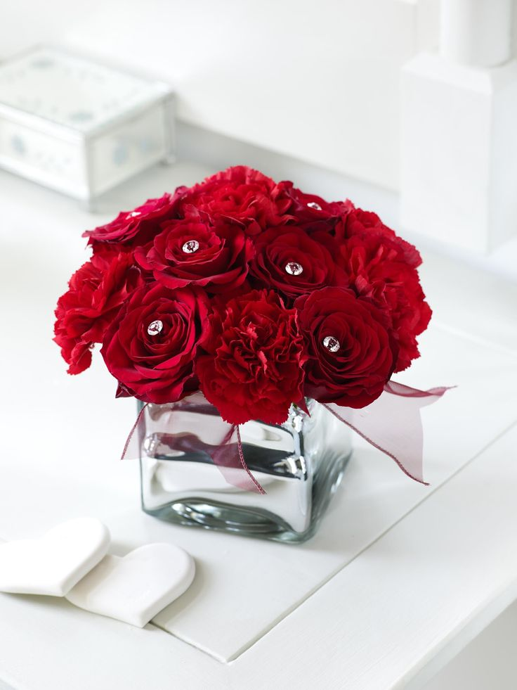 Valentine s day carnation floral arrangement and for Flower arrangements for valentines