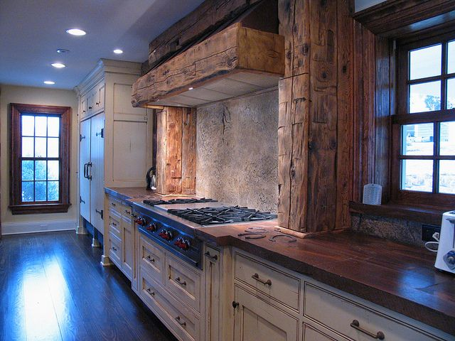 Omg I think I just fell in love.Dreams Kitchens, Concrete Countertops Wood, Jm Lifestyle, Chalets Kitchens, Beams, Wood Form, Kitchens Countertops, Woodform Concrete, Concrete Kitchens