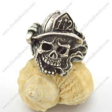 Firefighter Skull Ring with Fire Fighting Equipment r002709 Item No. : r002709 Market Price : US$ 30.60 Sales Price : US$ 3.06 Category : Skull Rings