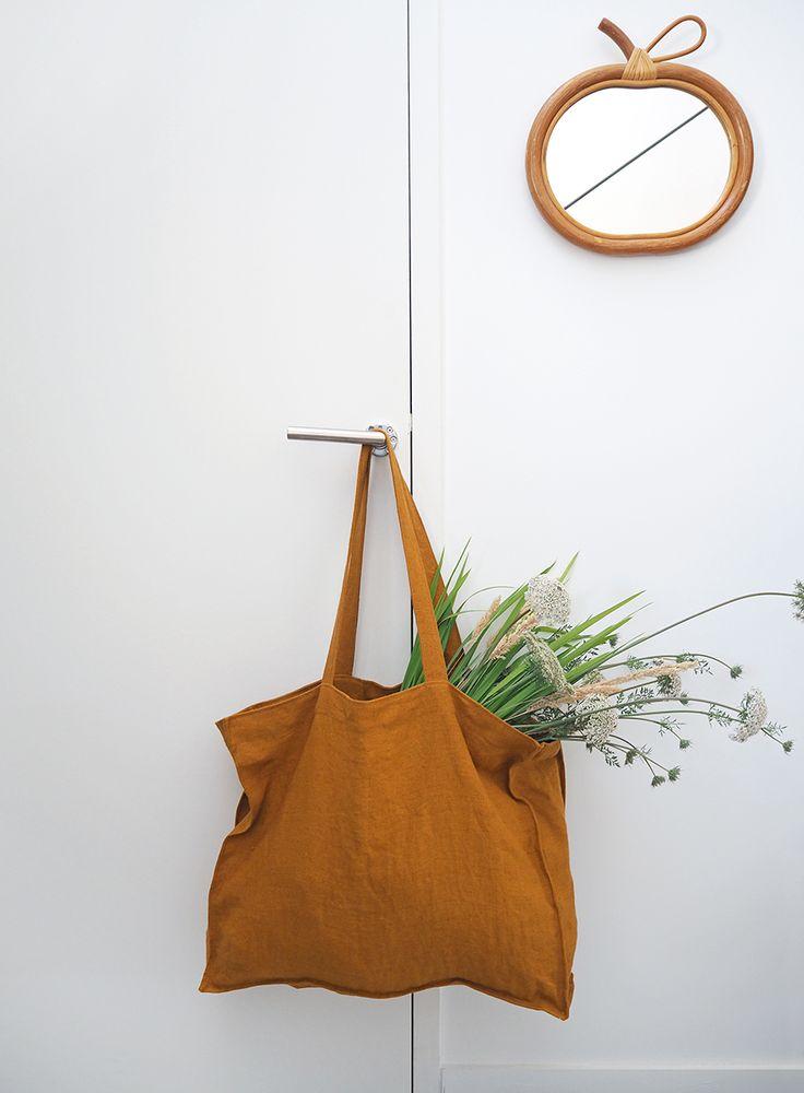 C'est LE tote-bag géant à se coudre absolument ! Explications et patron de couture dans le livre « Mes jolis sacs mais pas que… » (Hélène Mora aux Editions de Saxe)