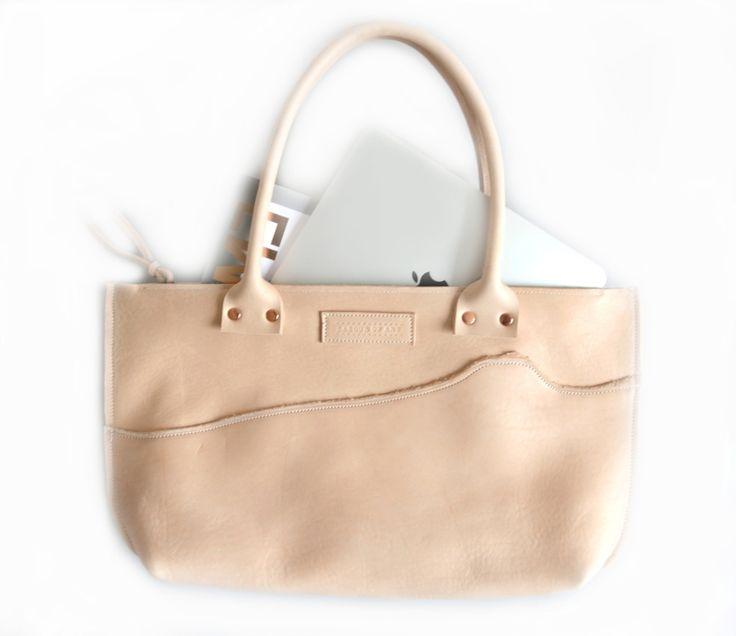 Soft Stirr... nude leather shoulderbag with a floating shape