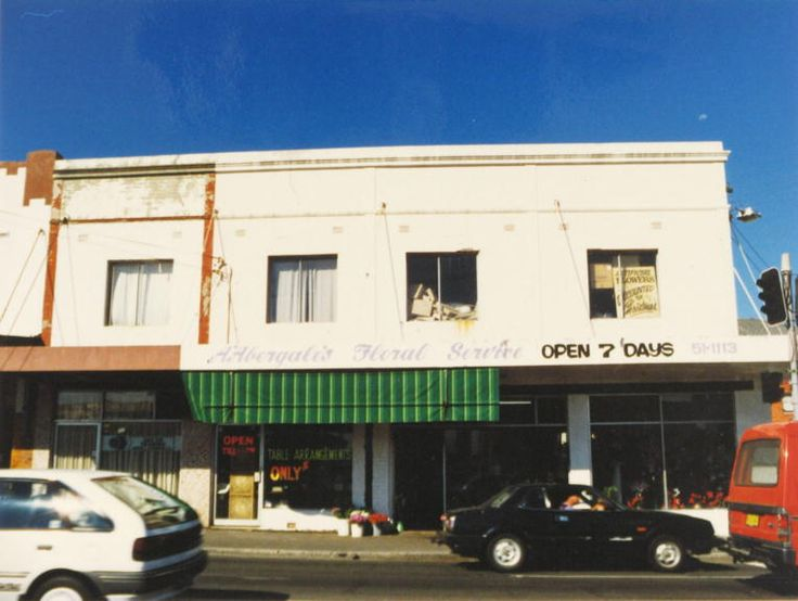 1991. 532-536 King Street, Newtown, at the corner of Angel Street. A' Abergale's Floral Service, Open 7 Days.