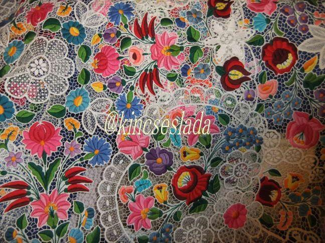 カロチャ刺繍:kincseslada