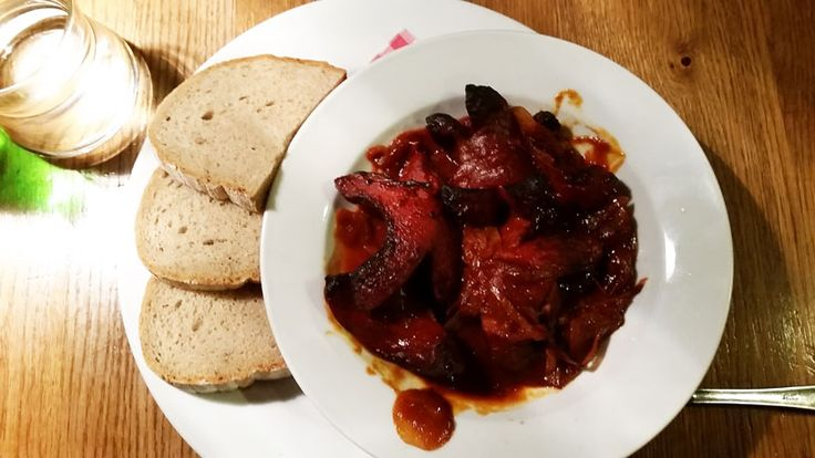 Spekacky is the traditional BBQ sausage. This is a variant where it is cut, baked and served in an onion and tomato sauce. Served with bread and eaten like a soup.