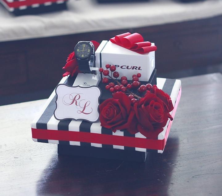 Black & White Stripes w/ Red gift tray IV