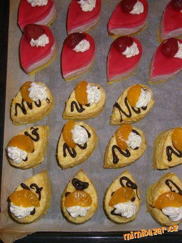 Moje první semifreda. piškot, krém mandarinkový, jogurtovo-jahodový a kávov. Форми для семіфредо з обкладинки для підручника - оригінально
