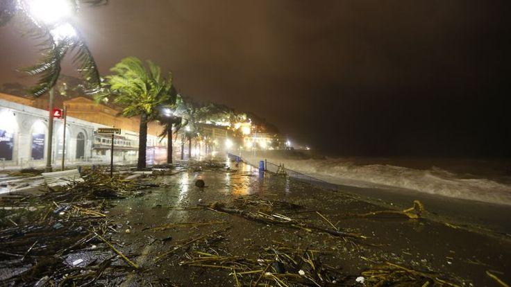 ALERTE. De la pluie et de fortes rafales de vent ont balayé, ce mardi 4 novembre, la Promenade des Anglais à Nice. Avec seize départements placés en vigilance orange par Météo France, le Sud-Est attendait la tempête mais les dégâts ont été limités. Dans la vallée du Rhône et sur le pourtour méditerranéen, c'est la troisième fois que de telles trombes d'eau s'abattent en un mois et demi.