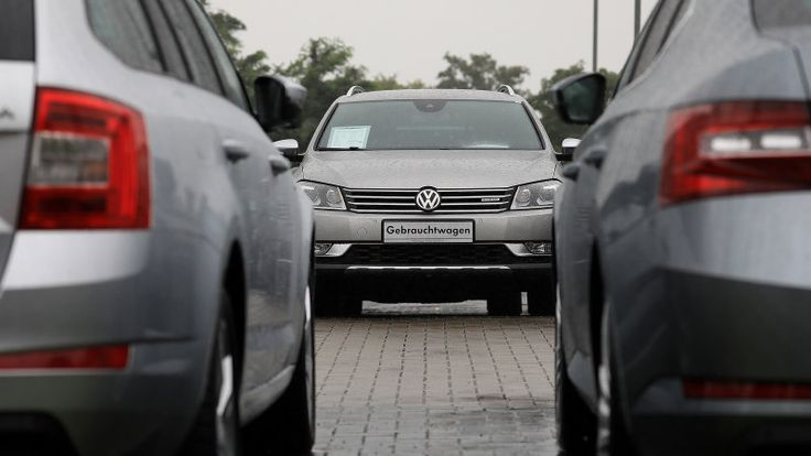 Daimler, VW offices raided by EU in price-fixing investigation