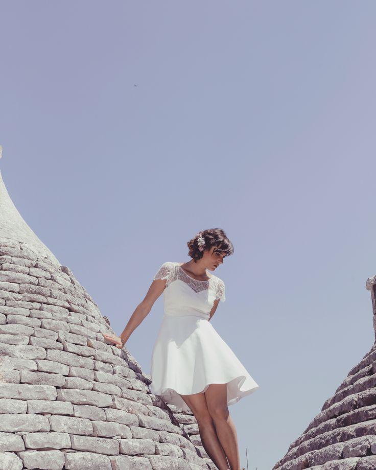 Robe de mariée courte. Lili et top Alfred en dentelle de Calais. Collection civile 017 Elodie Michaud.Photo Alice Lemarin. Modèle Pauline Tremblay.