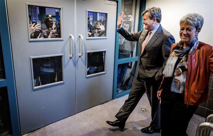 MIJDRECHT - Koning Willem-Alexander heeft woensdagmiddag een verrassingsbezoek gebracht aan het VeenLanden College in Mijdrecht. Het werkbezoek stond in het teken van de leraar en het opleiden van toekomstige leraren in de school, meldt de Rijksvoorlichtingsdienst. (Lees verder…)