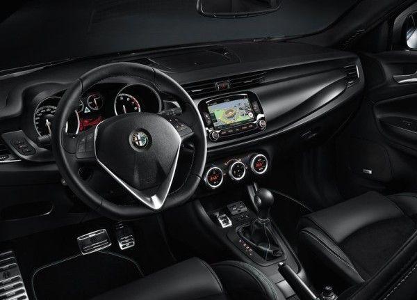 2014 Alfa Romeo Giulietta Quadrifoglio Verde luxury dashboard