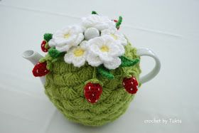 Crochet by Tukta: strawberry tea cosy