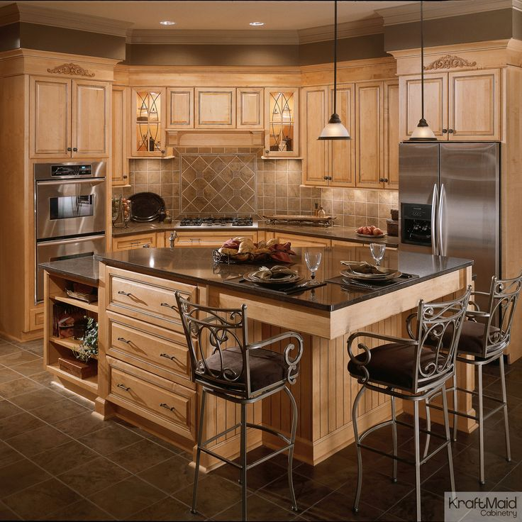 Exceptional This Kitchen Has A Large, Multi Height Island Thatu0027s Perfect For Food Prep  And