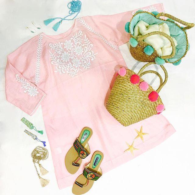 Fancy стакан розового?  Счастливые выходные.  #pink #tassles #sparkle #accessories #love #linenandmore #gwc #weekend #pompom #sandals #singapore #fashion