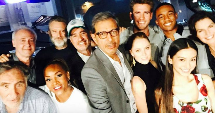 'Independence Day 2' Viral Teasers and Cast Photo -- The official 'Independence Day: Resurgence' Twitter account sent out a number of cryptic videos and set photos over the 4th of July holiday. -- http://movieweb.com/independence-day-2-viral-teasers-cast-photo/