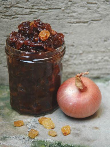 Recette Confit d oignons de Roscoff au vinaigre balsamique et aux raisins
