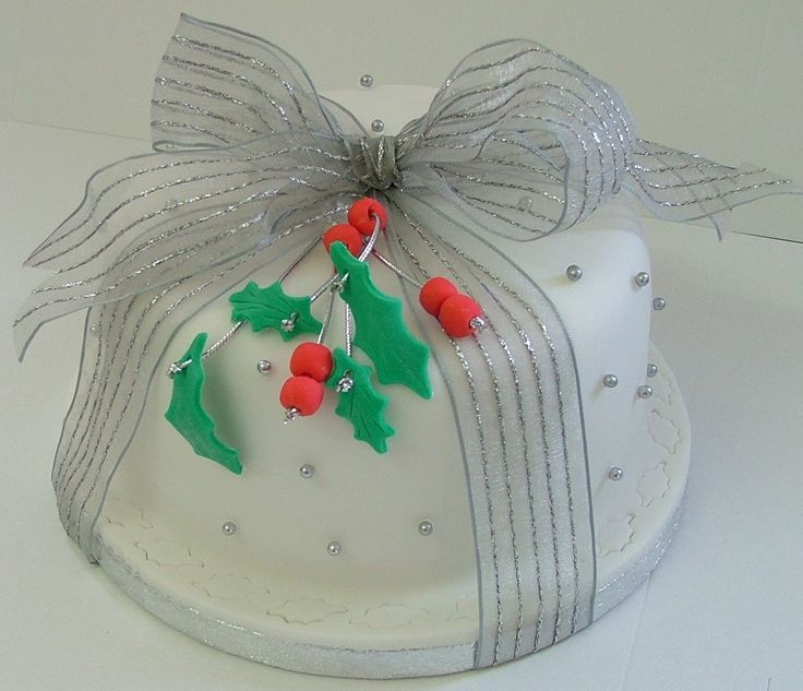 Holly, Berries & Bow Christmas Cake