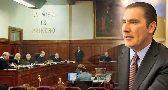 """Irrumpen sesión de la SCJN acusando a RMV de """"represor"""""""