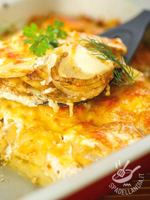 La Terrina di patate e fontina, preparata con patate novelle e gustosi formaggi, soddisfa il palato di tutti i componenti della famiglia: provatela!