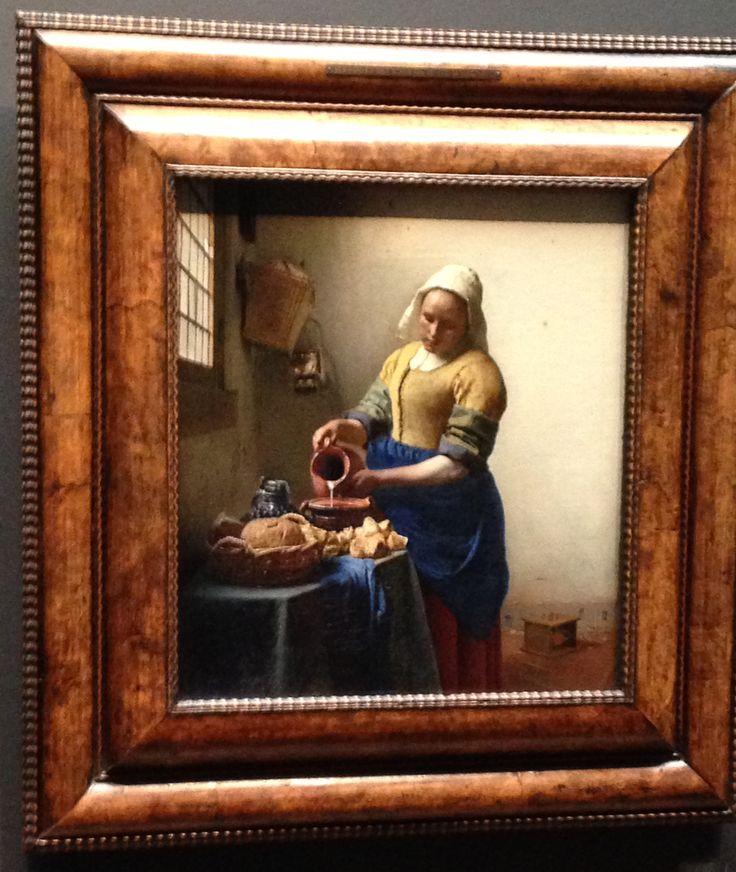"""(""""La lechera"""", Vermeer de Delft - Rijksmuseum) Vacaciones en Ámsterdam. No todo iba a ser fiesta, también un poco de cultura. #Holanda #Amsterdam #cuadro #pintura #oleo #lienzo #Rijksmuseum #Arte #Cultura #lechera #BarrocoCentroeuropeo #pinacoteca"""