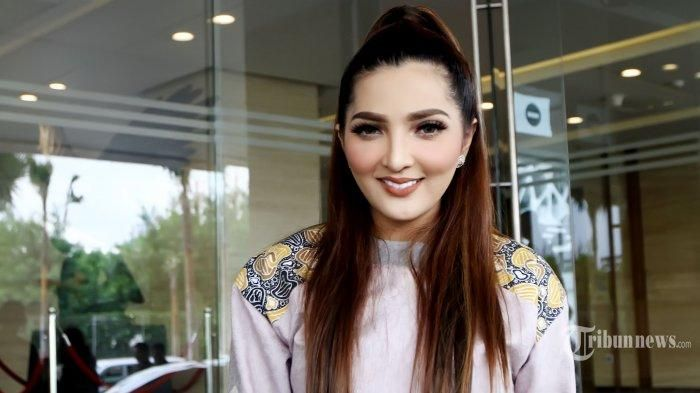 Instagram Ashanty - Jadi Endors Scarf, Netizen Desak Istri Anang Ini Untuk…