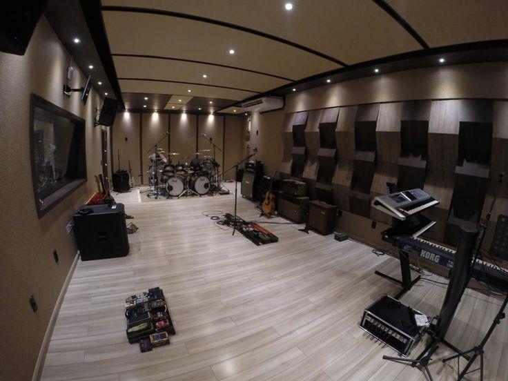 Estúdio Residencial Profissional  sendo 1 sala técnica, sound lock e uma sala de gravação
