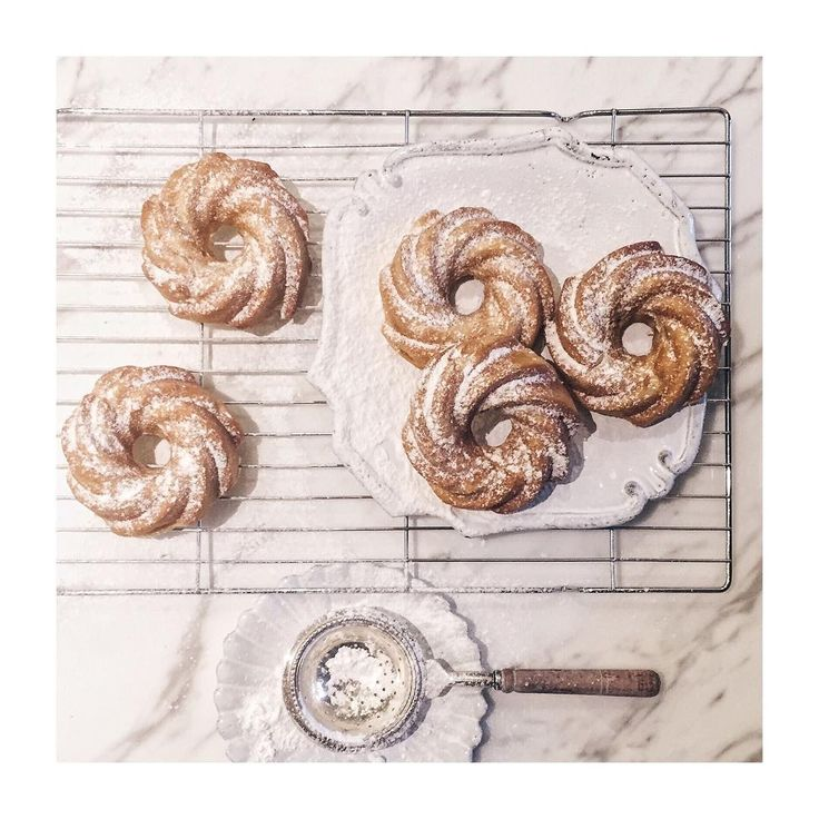 Baked vanilla mini bunts cakes #recipes