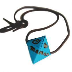 Collier avec perle origami - Bijou en Origami en 2020 | Origami, Chapeau origami, Tete a modeler