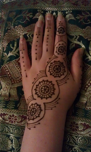 interesting geometric design by henna vibes