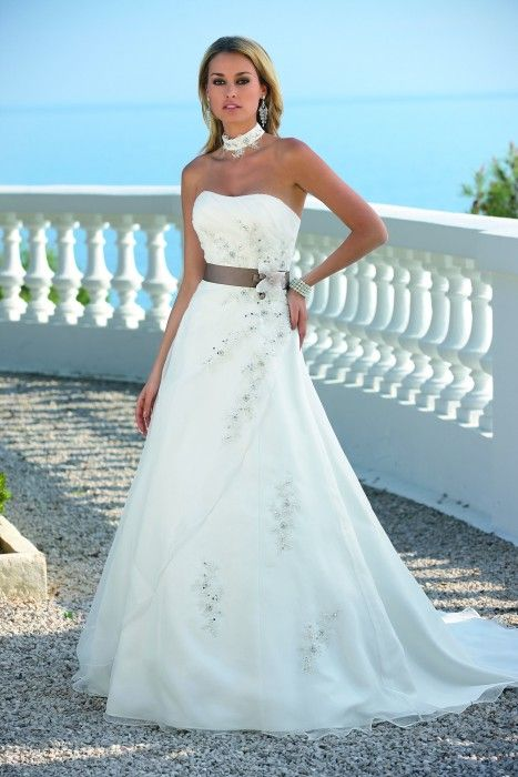 Ladybird trouwjurk van www.honeymoonshop.nl