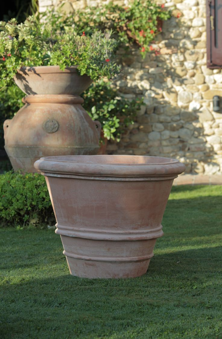 #terracotta #Tuscany #handmade #jar #pot #tuscan_landscape #vaso Vaso orlato. Handmade terracotta by Tuscany Art.