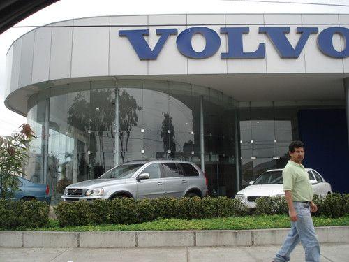 SUECIA MOTORS VOLVO - GUAYAQUIL : Vidrios de seguridad templados, pasamanos de escalera y pantalla con recubrimiento de aluminio compuesto VOLVO Av. de las Americas...Un lugar que jamas olvidare :)